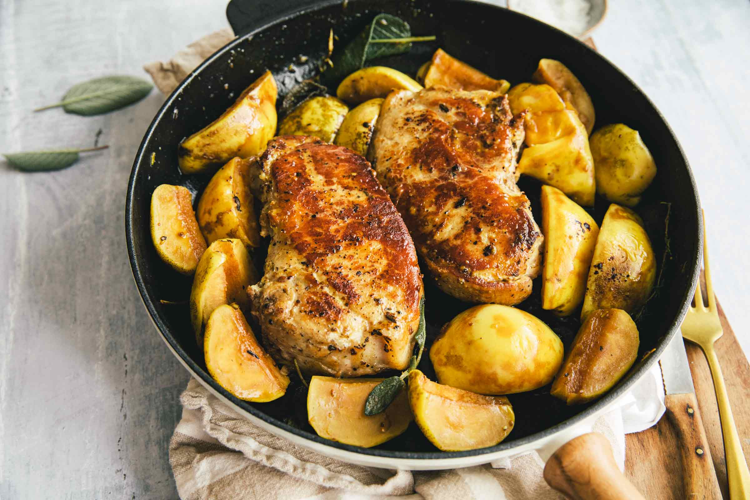 pork chop with quince recipe Pork chops with apples, quince and sage