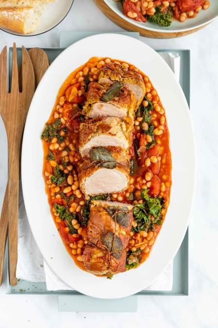 Svinjska ribica s pršutom in fižolovo omako