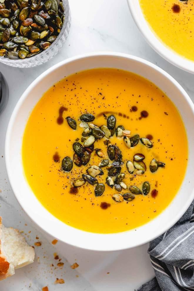 Enostavna kremna bučna juha
