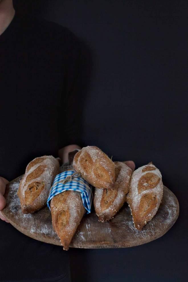Pečen polnovreden kruh mešanec