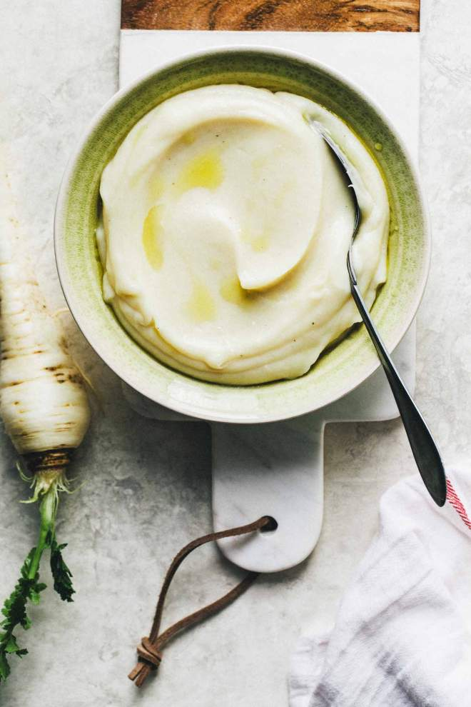 Parsnip purée with pear in a bowl