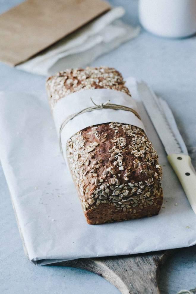 Pirin kruh s sončničnimi semeni