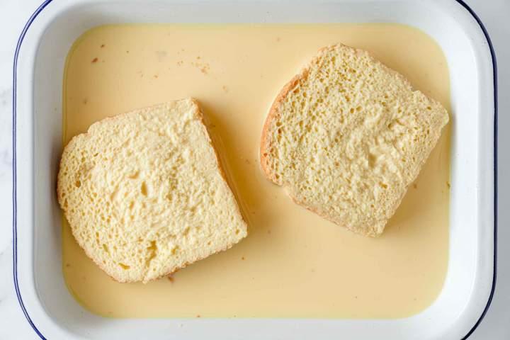 Oblivanje kruha za Pohane šnite (ocvrti kruh)