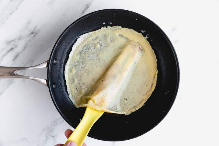 How to flip Crêpes