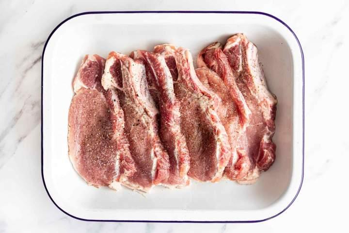 Preparing pork chops for grilling