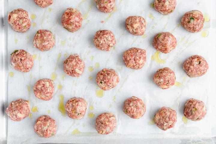 Mini mesne kroglice pred pečenjem