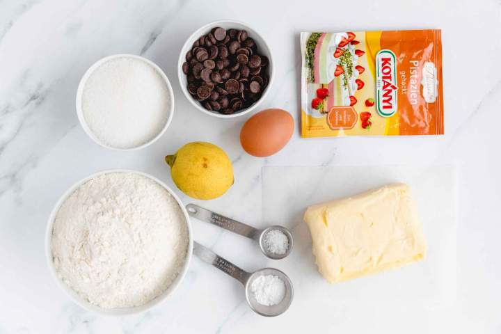 Sestavine za Brizgani piškoti s čokolado in pistacijami
