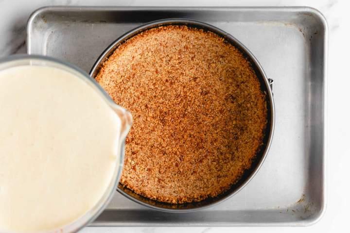 Podloga in kremni nadev za Najboljši jagodni cheesecake (sirova torta)