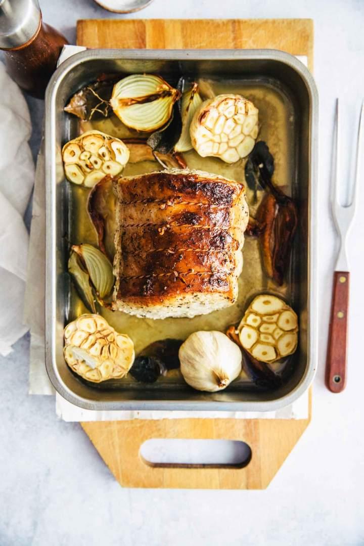 Pečena Svinjska pečenka z žajbljem in česnom s hrustljavo skorjico