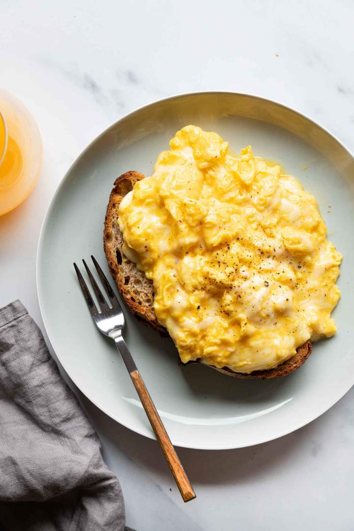 How to make Cheesy Scrambled Eggs at home