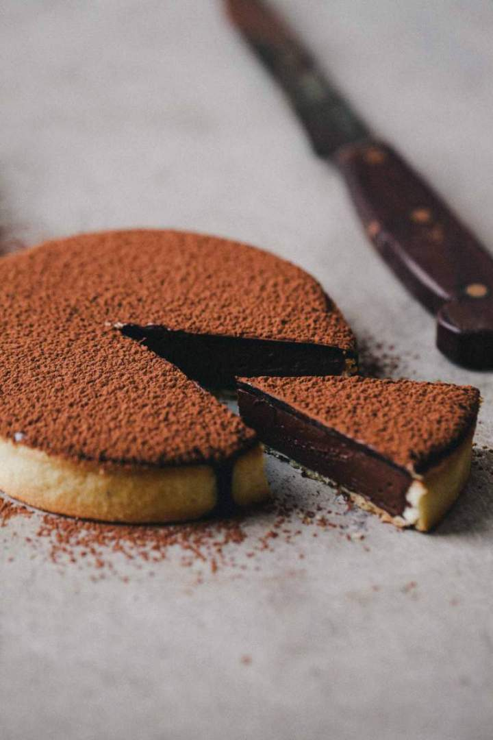 Chocolate tart with a silky cacao glaze and cacao
