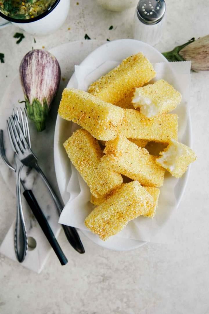 Ocvrta polenta z dimljenimi jajčevci from jernejkitchen.com