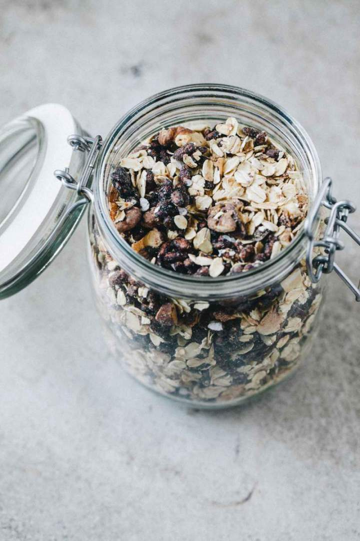 Dark chocolate granola with rice puffs