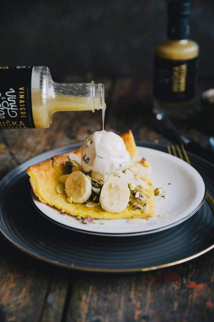 Dutch pancake with pistachios, ice cream and pears