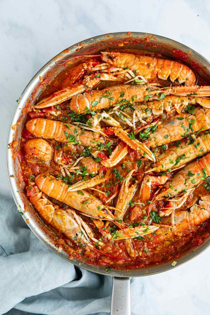 Cooked easy shimp scampi with white wine