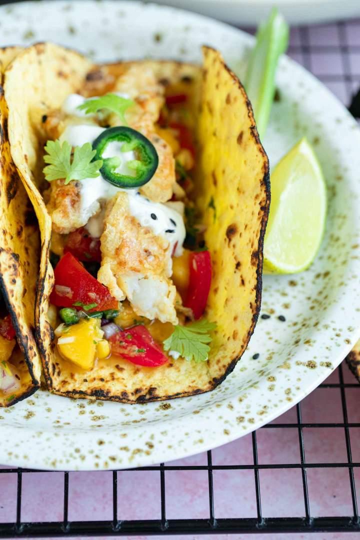 Odlični Ribji Tacosi z Mango Salso
