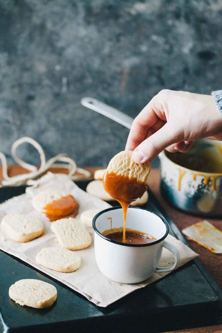 Arašidovi piškoti s slano karamelo