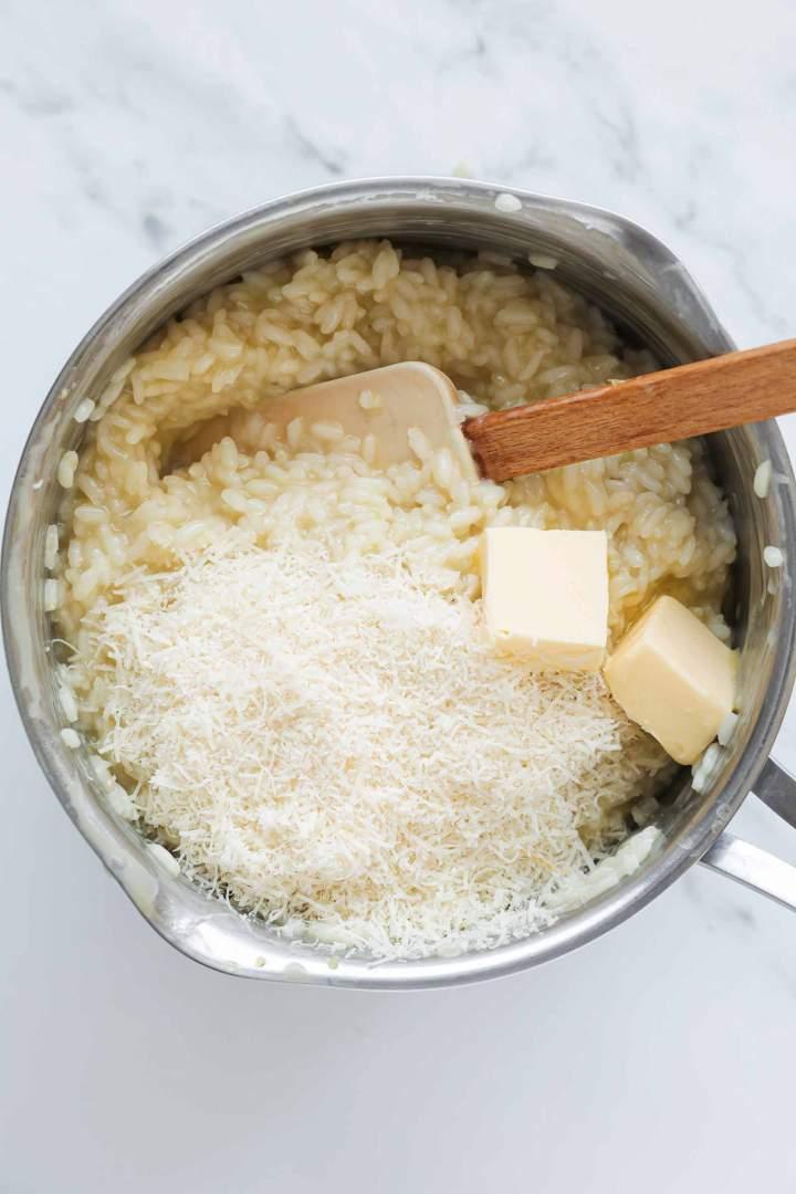 Rižota z maslom in parmezanom