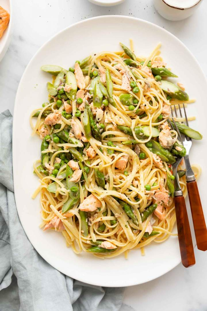 Salmon Pasta with Asparagus and Lemon