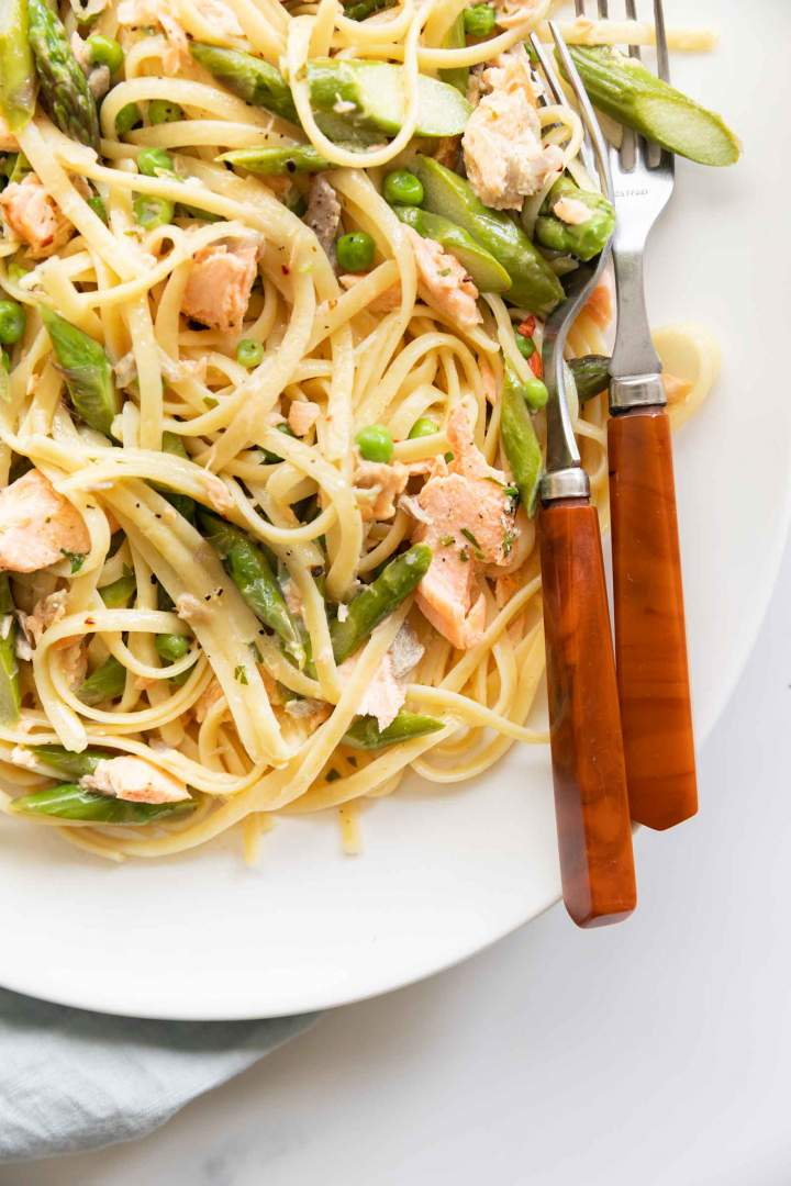 salmon pasta with cream and asparagus