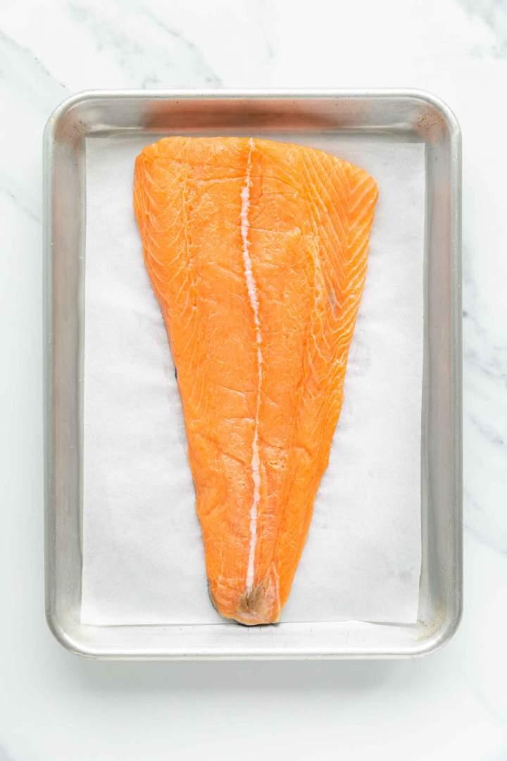 Priprava lososa pred pečenjem