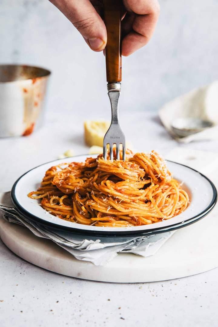 Hitri Špageti s paradižnikovo omako