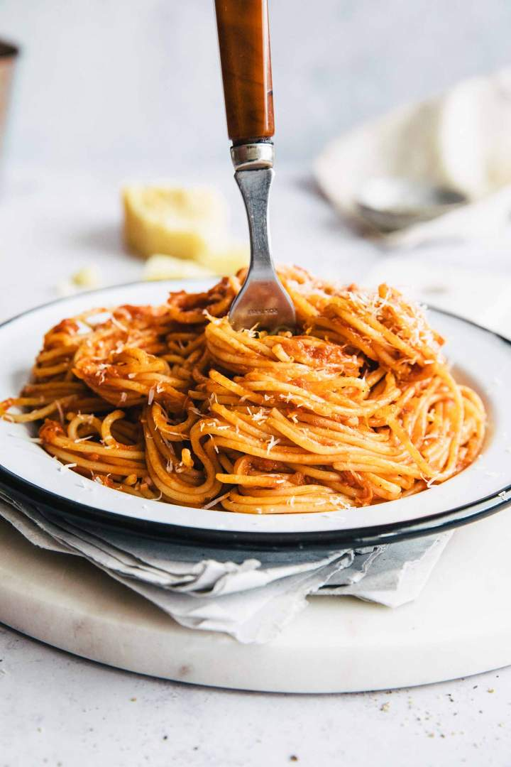Incredibly tasty Spaghetti Marinara (Easy Tomato Pasta Sauce)