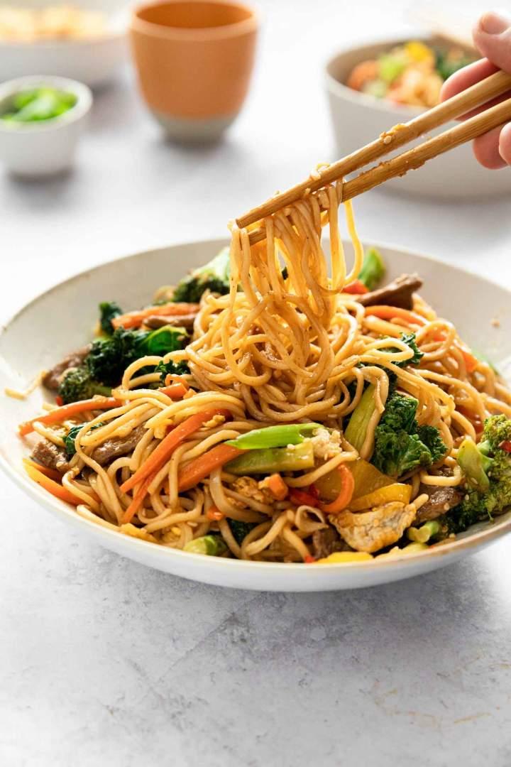 Kitajski rezanci z govedino (stir fry)